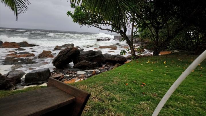 Sirènes et plage sauvage en Côted'Ivoire